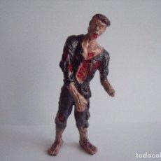 Figurines en Caoutchouc et PVC: FIGURA ZOMBI ALTURA 10 CM ARTICULACIONES MOVILES. Lote 76544427