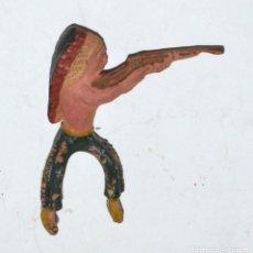 Figuras de Goma y PVC: INDIO ARCLA CAPELL CON RIFLE, EN GOMA, CIRCA 1950. Lote 76570639