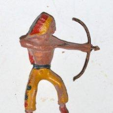 Figuras de Borracha e PVC: INDIO ARCLA CAPELL CON ARCO, EN GOMA, CIRCA 1950. Lote 76570691
