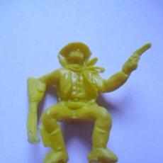 Figuras de Goma y PVC: FIGURA-MUÑECO PISTOLERO-COWBOY-VAQUERO COLOR AMARILLO PARA CARAVANA-CARROZA-DILIGENCIA COMANSI-EXIN. Lote 76642843