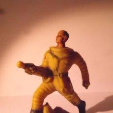 Figuras de Goma y PVC: FIGURA GOMA PVC ASTRONAUTA RARO. Lote 76680675
