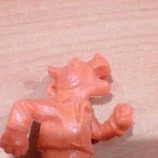 Figuras de Goma y PVC: RARA FIGURA PLASTICO HIPOPOTAMO FUTBOLISTA PANRICO - DUNKIN ?. Lote 77096965