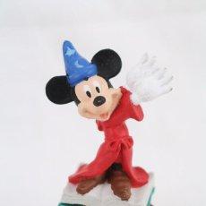 Figuras de Goma y PVC: FIGURITA DE GOMA - MICKEY MOUSE MAGO / FANTASÍA - WALT DISNEY - ALTURA 7 CM. Lote 77319925