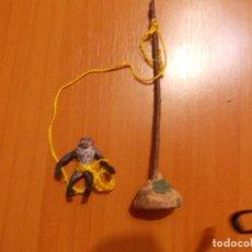 Figuras de Borracha e PVC: CHIMPANCÉ (CHITA) DE GOMA ATADA A UN POSTE, ÁRBOL, SAFARI. ARCLA, ELASTOLIN, PECH, PIPERO.. Lote 77626865
