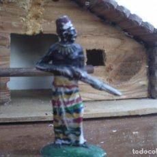Figuras de Goma y PVC: JEFE NEGRO DE LOS EXPLORADORES DE PECH DE GOMA. Lote 77663821