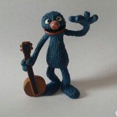 Figuras de Goma y PVC: FIGURA PVC COMICS SPAIN COCO CON BANJO BARRIO SÉSAMO. Lote 79728915