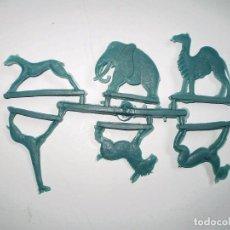 Figuras de Goma y PVC: MONTAPLEX - COLADA DE ANIMALES - COLOR AZUL - KIOSKO AÑOS 70´S. Lote 80130693