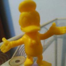 Figuras de Goma y PVC: FIGURA PATO DONALD DUNKIN EN AMARILLO. Lote 80262121