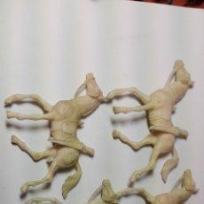 Figuras de Goma y PVC: FIGURA COMANSI 60 4 CABALLOS BLANCOS. Lote 80997520