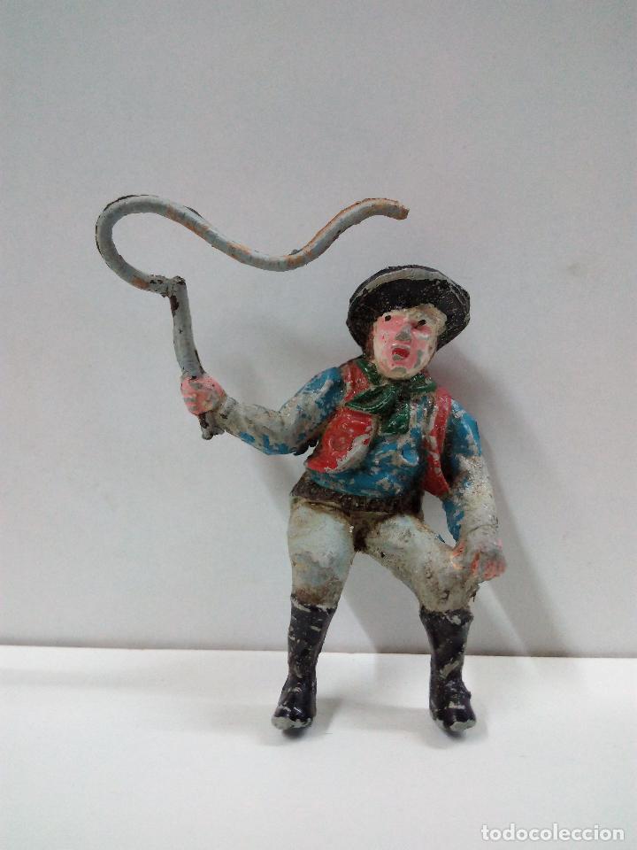 VAQUERO - COWBOY CONDUCTOR DE CARRETA O DILIGENCIA . REALIZADO POR TEIXIDO . AÑOS 50 EN GOMA (Juguetes - Figuras de Goma y Pvc - Teixido)