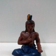 Figuras de Goma y PVC: GUERRERO INDIO SENTADO FUMANDO LA PIPA . REALIZADO POR GAMA . AÑOS 50 EN GOMA. Lote 81934884