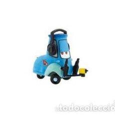 Figuras de Goma y PVC: FIGURA PVC GUIDO (CARS 2) DISNEY - ORIGINAL DE BULLYLAND. Lote 82037460