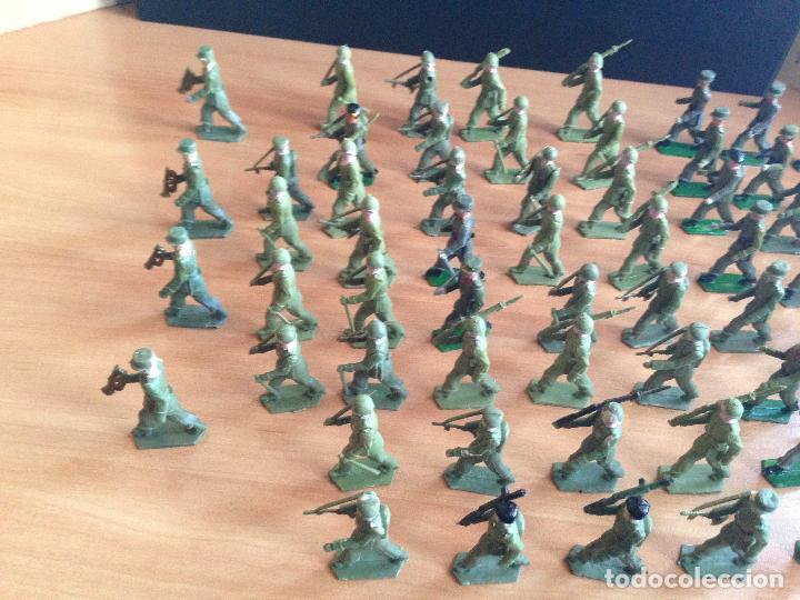 Figuras de Goma y PVC: ESPECTACULAR LOTE 62 SOLDADOS PLASTICO DESFILE MILITAR SOTORRES, TORRES MALTAS. - Foto 2 - 82486040