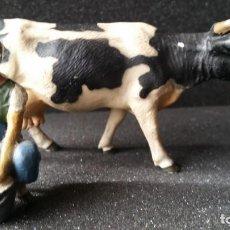 Figuras de Goma y PVC: GRANJERA ORDEÑANDO UNA VACA LINEOL 1930 , PECH, LAFREDO. Lote 82980108