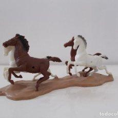 Figuras de Goma y PVC: LOTE DE CABALLOS CON BASE DE DULCOP BREVETTATO ESCALA 1/32 ANIMALES FABRICADO EN ITALIA AÑOS 70.PTOY. Lote 83497168