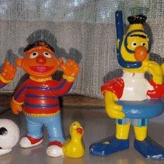 Figuras de Goma y PVC: BONITO LOTE 3 FIGURAS PVC GOMA EPI Y BLAS BARRIO SESAMO BULLYLAND. Lote 184201595