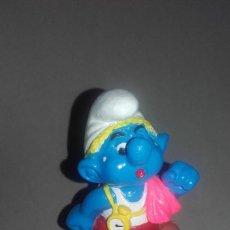 Figuras de Goma y PVC: FIGURA GOMA PITUFO CORRIENDO CON ARDILLA BIP HOLLAND LOS PITUFOS PEYO. Lote 84853076