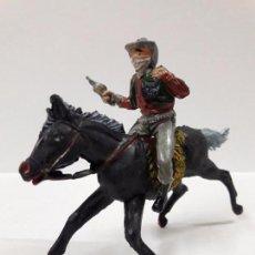 Figuras de Goma y PVC: VAQUERO - ATRACADOR A CABALLO . REALIZADO POR PECH . AÑOS 50 EN GOMA. Lote 85157860