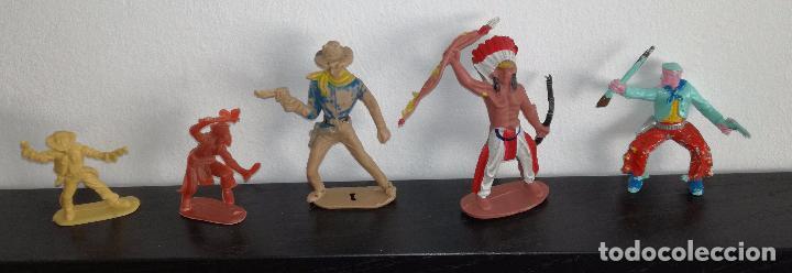 LOTE DE 5 FIGURAS DE INDIOS Y VAQUEROS (COMANSI, PECH, REAMSA, JECSAN) (Juguetes - Figuras de Goma y Pvc - Comansi y Novolinea)