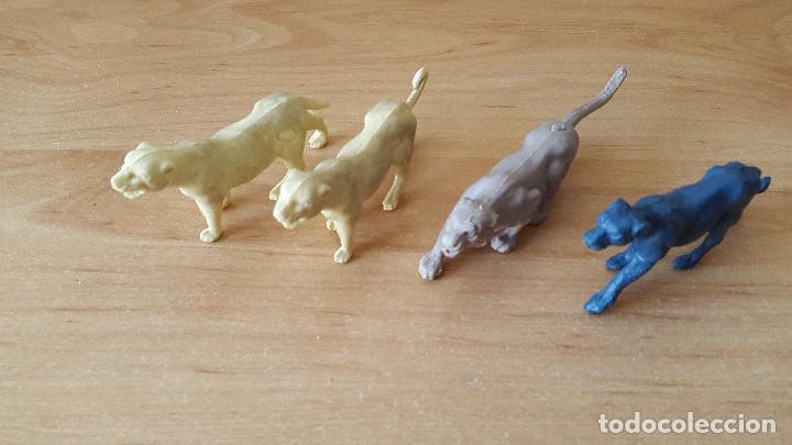 Figuras de Goma y PVC: lote 23 figuras animales persan y otras años 60s + regalo 12 figuras goma indios, soldados etc - Foto 5 - 85289532