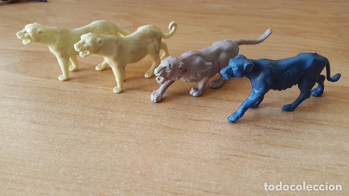Figuras de Goma y PVC: lote 23 figuras animales persan y otras años 60s + regalo 12 figuras goma indios, soldados etc - Foto 6 - 85289532