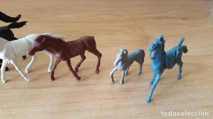 Figuras de Goma y PVC: lote 23 figuras animales persan y otras años 60s + regalo 12 figuras goma indios, soldados etc - Foto 10 - 85289532