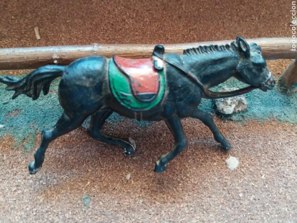 Figuras de Goma y PVC: Antigua Figura del Oeste en Goma. Caballo Cowboy. Pech Hermanos. Años 50. - Foto 5 - 85307176