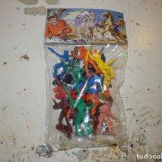 Figuras de Goma y PVC: BLISTER DE FIGURAS MONOCROMATICAS DE PVC AÑOS 70 MARCA OLIVER SIN ABRIR DE ORIGEN OESTE. Lote 133051995