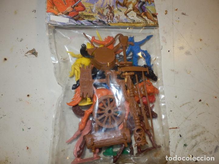 Figuras de Goma y PVC: blister de figuras monocromaticas de pvc años 70 marca oliver sin abrir de origen oeste - Foto 3 - 133051995
