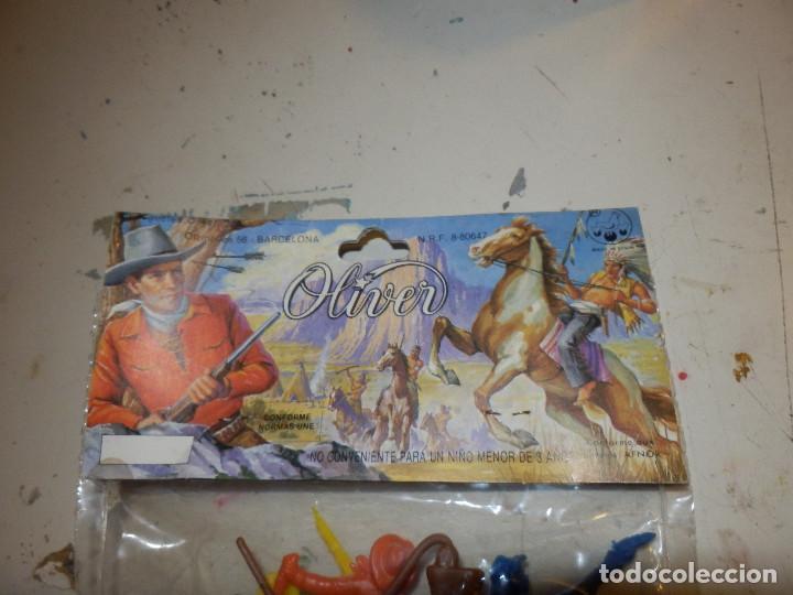Figuras de Goma y PVC: blister de figuras monocromaticas de pvc años 70 marca oliver sin abrir de origen oeste - Foto 5 - 133051995