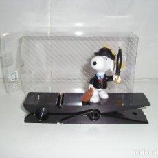 Figuras de Goma y PVC: SNOOPY PINZA FIGURA PVC COMIC SPAIN - NUEVO. Lote 87228492