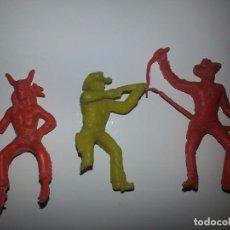 Figuras de Goma y PVC: KIOSCO ANTIGUO LOTE DE 3 VAQUEROS COWBOYS INDIOS REAMSA AÑOS 60 / 70. Lote 88759292