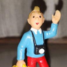 Figuras de Borracha e PVC: BONITA FIGURA ANTIGUA PVC GOMA TINTIN CON MALETA BULLY AÑOS 70. Lote 89425714