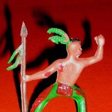 Figuras de Goma y PVC: FIGURA INDIO HURÓN IROQUOIS, FABRICADO EN PLÁSTICO, SOTORRES, ORIGINAL AÑOS 60.. Lote 89872784
