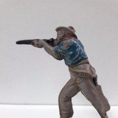 Figuras de Goma y PVC: VAQUERO - COWBOY EN POSICION DE DISPARO . REALIZADO POR TEIXIDO . AÑOS 50 EN GOMA. Lote 91067980