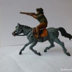Figuras de Goma y PVC: PECH - DOS CABALLOS CON VAQUERO Y RIFLE DE GOMA. Lote 91218665
