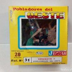 Figuras de Goma y PVC: ANTIGUA CAJA 20 FIGURAS JECSAN AÑOS 60 REF.31 COWBOYS Y POBLADORES DEL OESTE.VAQUEROS Y COMPLEMENTOS. Lote 91315710