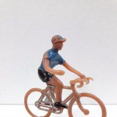Figuras de Goma y PVC: CICLISTA . VUELTA CICLISTA . REALIZADO POR SOTORRES . AÑOS 60. Lote 91420955
