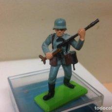 Figuras de Goma y PVC: FIGURA MILITAR BRITAINS - MILITAR ALEMAN MADE IN ENGLAND DE BRITAINS . Lote 91514245
