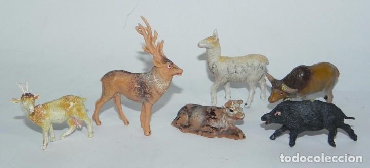 6 FIGURAS DE ANIMALES DE PLASTICO, POSIBLEMENTE PECH. JABALI, VACA, CIERVO, LLAMA, CABRA, BUEY. (Juguetes - Figuras de Goma y Pvc - Pech)