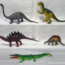 Figuras de Goma y PVC: LOTE 5 FIGURAS. 4 DINOSAURIOS. 1 COCODRILO O CAIMAN. CIRCA 1970-1990. Lote 91950530