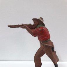 Figuras de Goma y PVC: VAQUERO - COWBOY EN POSICION DE DISPARO . REALIZADO POR TEIXIDO . AÑOS 50 EN GOMA. Lote 93073220
