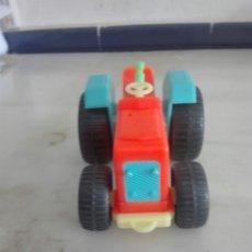 Figuras de Goma y PVC: ANTIGUO TRACTOR DE PLASTICO. Lote 93237828