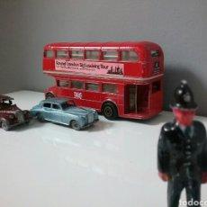 Figuras de Goma y PVC: LONDON, POLICIA BOBBY, GUARDIA IMPERIAL, SOLDADO,TAXI,COCHE, AUTOBÚS, BRITAINS LESNEY.. Lote 87341596