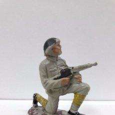 Figuras de Goma y PVC: SOLDADO RUSO RODILLA EN TIERRA . REALIZADO POR PECH . AÑOS 60. Lote 93951940