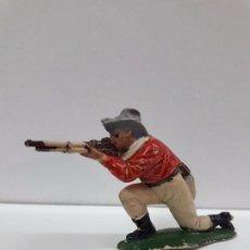 Figuras de Goma y PVC: VAQUERO - COWBOY EN POSICION DE DISPARO RODILLA EN TIERRA . REALIZADO POR TEIXIDO . AÑOS 50 EN GOMA. Lote 94137540
