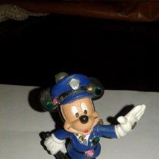 Figuras de Borracha e PVC: WALT DISNEY FIGURA DE PVC MICKEY MOUSE EN PARIS SERIE BROCHES. Lote 94769935