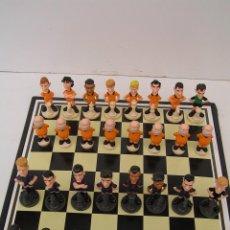 Figuras de Goma y PVC: JUEGO DE AJEDREZ CON FIGURAS DE JUGADORES FUTBOL CLUB BARCELONA (BARÇA) - COMPLETO 32 FICHAS. Lote 94807811