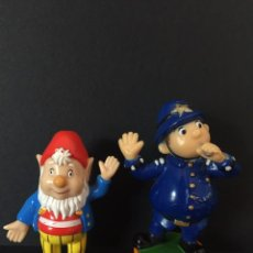 Figuras de Goma y PVC: FIGURA O MUÑECO GOMA PVC - PERSONAJE DE OREJONAS Y EL OFICIAL POLI DE NODDY - EBL. Lote 95123123