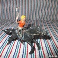 Figuras de Goma y PVC: FIGURA MUJER COWBOY CON LATIGO O FUSTA, REAMSA. Lote 95571891